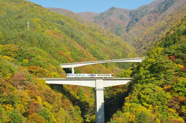 紅葉の会津鉄道