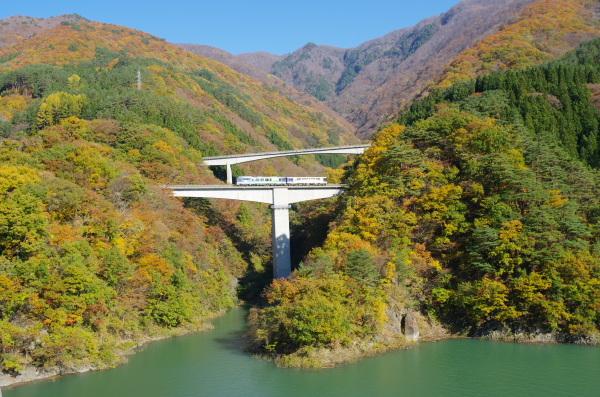 秋の橋梁〜会津